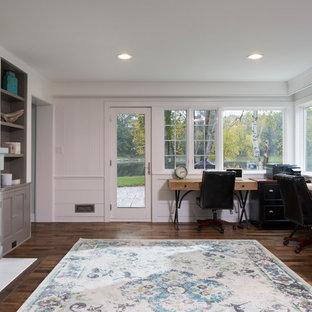 Cette image montre un grand bureau traditionnel de type studio avec un mur blanc, un sol en bois brun, une cheminée standard, un manteau de cheminée en carrelage et un bureau indépendant.
