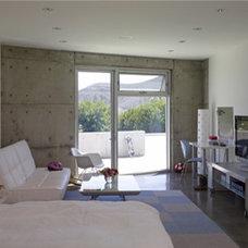 Modern Home Office by spfa.com
