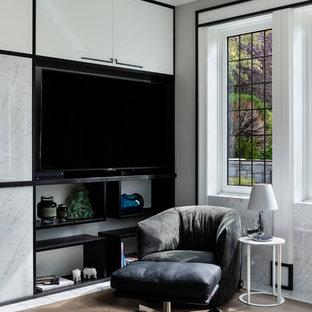 バンクーバーの大きいアジアンスタイルのおしゃれな書斎 (グレーの壁、無垢フローリング、標準型暖炉、石材の暖炉まわり、造り付け机、茶色い床) の写真