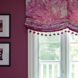 ニューヨークの中くらいのトラディショナルスタイルのおしゃれなホームオフィス・書斎 (紫の壁、暖炉なし) の写真
