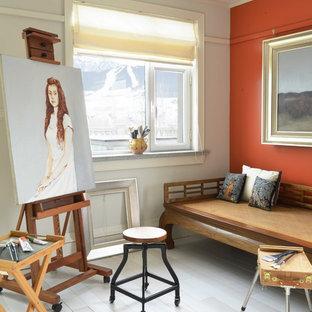 ロサンゼルスの中サイズのアジアンスタイルのおしゃれなアトリエ・スタジオ (塗装フローリング、オレンジの壁) の写真