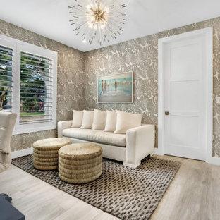 Réalisation d'un grand bureau tradition avec un sol en carrelage de porcelaine, un bureau indépendant, un sol beige et du papier peint.
