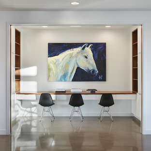 Example of a minimalist home office design in Minneapolis