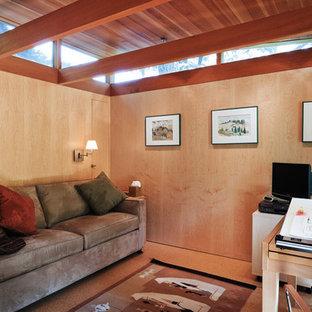 ポートランドの小さいコンテンポラリースタイルのおしゃれなアトリエ・スタジオ (自立型机、ベージュの壁、コルクフローリング、暖炉なし) の写真