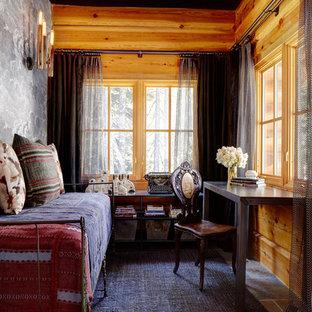 シアトルの小さいエクレクティックスタイルのおしゃれな書斎 (グレーの壁、スレートの床、自立型机) の写真