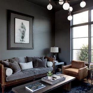 Idée de décoration pour un grand bureau design avec un mur gris, un sol marron et un sol en bois brun.