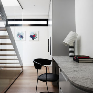 Contemporary home office in Melbourne.