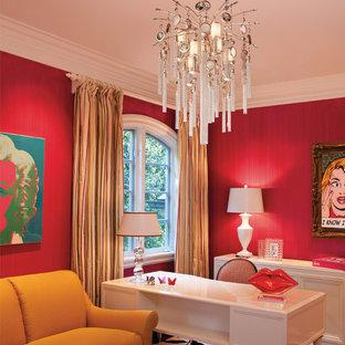 ダラスのコンテンポラリースタイルのおしゃれなホームオフィス・仕事部屋 (赤い壁、自立型机) の写真