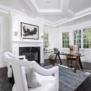 ロサンゼルスの広いコンテンポラリースタイルのおしゃれな書斎 (白い壁、濃色無垢フローリング、標準型暖炉、自立型机、タイルの暖炉まわり、茶色い床) の写真
