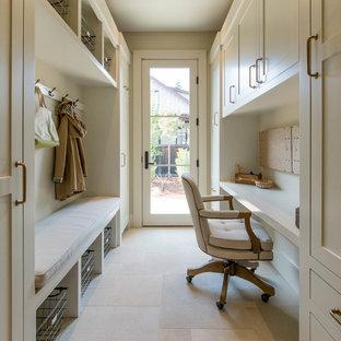 サンフランシスコの中くらいのトランジショナルスタイルのおしゃれなホームオフィス・書斎 (ベージュの壁、造り付け机、磁器タイルの床、暖炉なし、ベージュの床) の写真