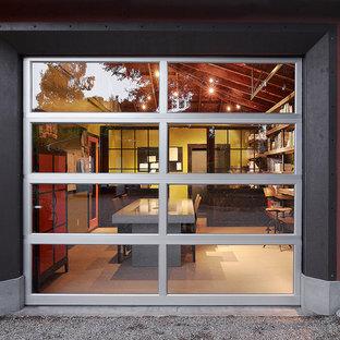 サンフランシスコのコンテンポラリースタイルのおしゃれなホームオフィス・仕事部屋 (赤い壁) の写真