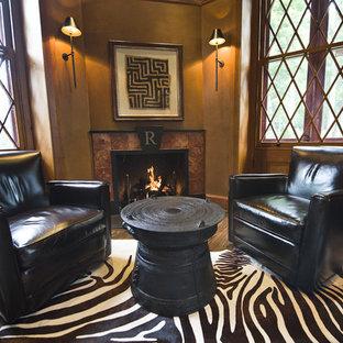 フィラデルフィアのトラディショナルスタイルのおしゃれなホームオフィス・書斎 (茶色い壁、タイルの暖炉まわり、無垢フローリング、コーナー設置型暖炉) の写真