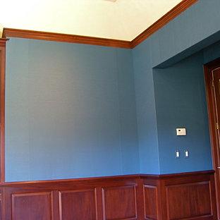 ニューヨークのトラディショナルスタイルのおしゃれなホームオフィス・書斎 (青い壁、淡色無垢フローリング、コーナー設置型暖炉、石材の暖炉まわり) の写真