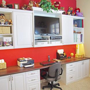 サクラメントの小さいトラディショナルスタイルのおしゃれなホームオフィス・書斎の写真