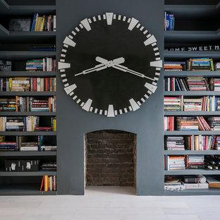 Aménagement d'un grand bureau contemporain avec un mur gris.