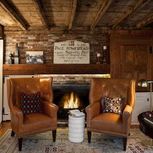 ボストンの中サイズのラスティックスタイルのおしゃれな書斎 (レンガの暖炉まわり、白い壁、無垢フローリング、標準型暖炉、自立型机) の写真