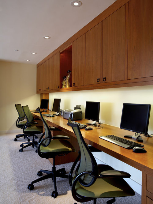 Real estate office design ideas remodel pictures houzz for Office design houzz