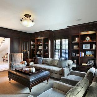 グランドラピッズの広いトラディショナルスタイルのおしゃれな書斎 (濃色無垢フローリング、黒い壁、暖炉なし、茶色い床) の写真