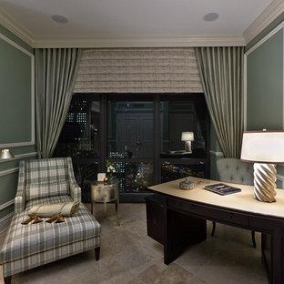 シカゴの小さいコンテンポラリースタイルのおしゃれな書斎 (緑の壁、セラミックタイルの床、自立型机、ベージュの床、暖炉なし) の写真