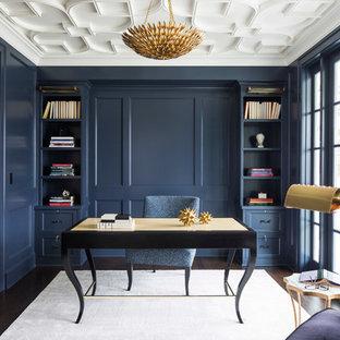 ミネアポリスの中くらいのトランジショナルスタイルのおしゃれな書斎 (青い壁、濃色無垢フローリング、自立型机、暖炉なし、茶色い床) の写真