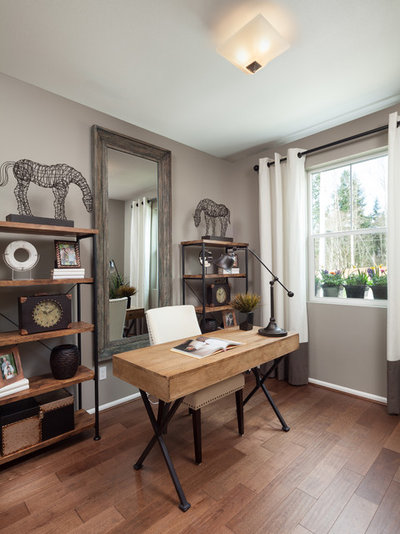 Traditional Home Office & Library Traditional Home Office