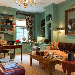 セントルイスの大きいトラディショナルスタイルのおしゃれな書斎 (緑の壁、カーペット敷き、暖炉なし、自立型机) の写真