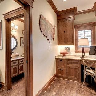 Diseño de despacho de estilo americano con escritorio empotrado