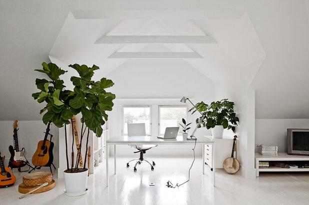 Contemporain Bureau à domicile by Jessica Helgerson Interior Design