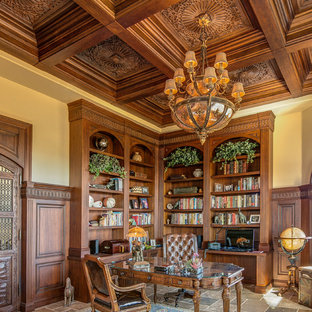 デンバーのトラディショナルスタイルのおしゃれなホームオフィス・書斎 (ライブラリー、自立型机、マルチカラーの床) の写真