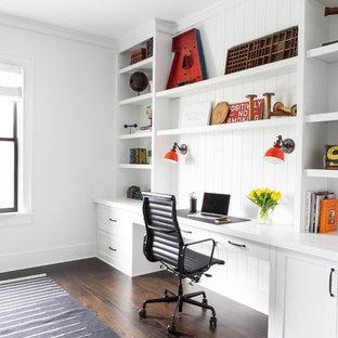 ニューヨークの大きいカントリー風おしゃれなホームオフィス・仕事部屋の写真