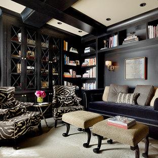 サンフランシスコのトラディショナルスタイルのおしゃれなホームオフィス・仕事部屋 (黒い壁、ベージュの床) の写真