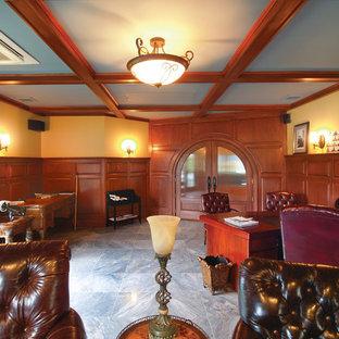 Esempio di un grande ufficio chic con pareti beige, pavimento in ardesia, camino classico, cornice del camino in pietra e scrivania incassata
