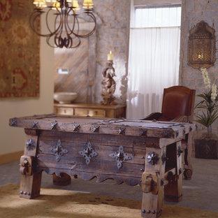 アトランタの中サイズのサンタフェスタイルのおしゃれな書斎 (白い壁、暖炉なし、自立型机、グレーの床) の写真