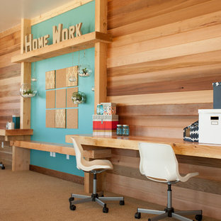 ソルトレイクシティのコンテンポラリースタイルのおしゃれなホームオフィス・仕事部屋 (カーペット敷き、造り付け机) の写真
