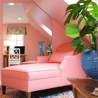 ボストンのトラディショナルスタイルのおしゃれなホームオフィス・書斎 (ピンクの壁、自立型机) の写真