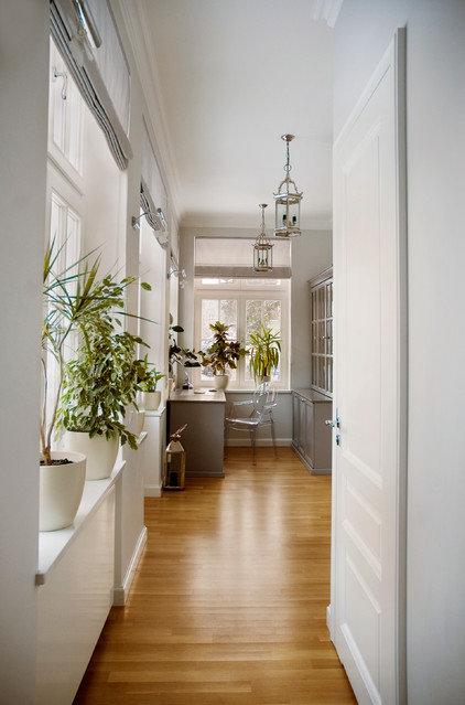 Traditional Home Office by maja_krajewska