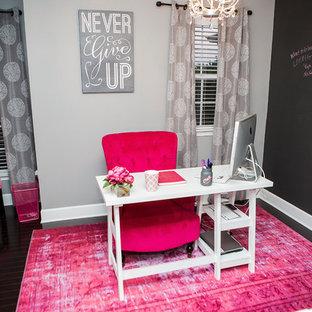 アトランタの小さいコンテンポラリースタイルのおしゃれな書斎 (グレーの壁、濃色無垢フローリング、自立型机) の写真