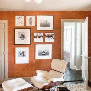 ニューヨークの大きいトランジショナルスタイルのおしゃれな書斎 (オレンジの壁、造り付け机、濃色無垢フローリング、暖炉なし、黒い床) の写真