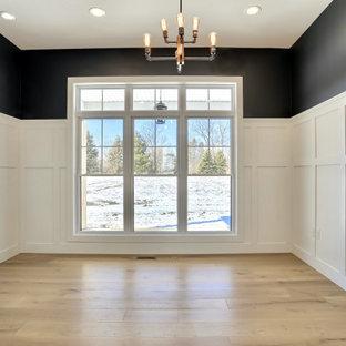 シカゴの中くらいのカントリー風おしゃれな書斎 (白い壁、淡色無垢フローリング、茶色い床、羽目板の壁) の写真