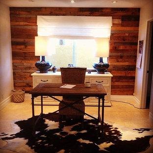 オレンジカウンティの中サイズのラスティックスタイルのおしゃれなホームオフィス・書斎 (大理石の床、暖炉なし、自立型机) の写真