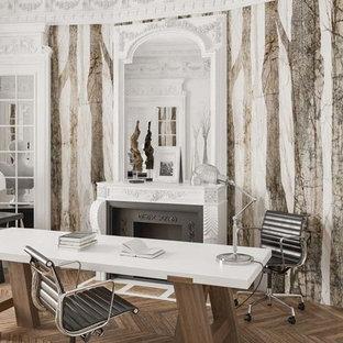 Ispirazione per un grande ufficio contemporaneo con pareti multicolore, parquet scuro, camino classico, cornice del camino in cemento, scrivania autoportante e pavimento marrone