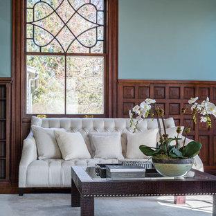 Ispirazione per un grande studio contemporaneo con libreria, pareti blu, parquet scuro, camino classico, cornice del camino in pietra, scrivania autoportante e pavimento marrone