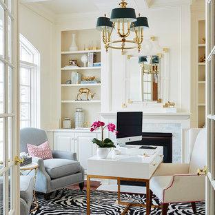 ミネアポリスのトラディショナルスタイルのおしゃれなホームオフィス・書斎 (ベージュの壁、濃色無垢フローリング、標準型暖炉、木材の暖炉まわり、自立型机) の写真