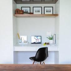 Modern Home Office by Averra Developments Inc.