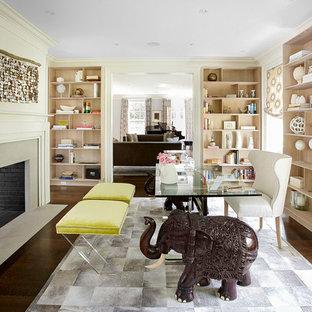 Inspiration för ett mellanstort vintage arbetsrum, med vita väggar, mörkt trägolv, en dubbelsidig öppen spis och en spiselkrans i sten