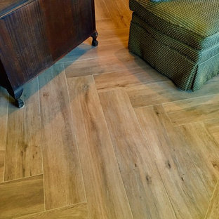 Esempio di uno studio classico con pavimento con piastrelle in ceramica e scrivania autoportante