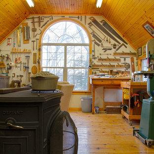 ニューヨークのトラディショナルスタイルのおしゃれなホームオフィス・書斎 (薪ストーブ) の写真
