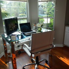 Contemporary Home Office Work space by bay window