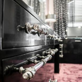 ダラスの大きいトランジショナルスタイルのおしゃれなホームオフィス・仕事部屋 (ピンクの床、紫の壁、ライムストーンの床、暖炉なし、自立型机) の写真