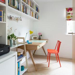 ロンドンのエクレクティックスタイルのおしゃれなホームオフィス・書斎の写真